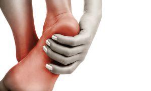 К чемучешетсялеваястопа, правая, пятки и колени?