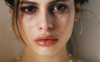 Плакать или приметы о слезах