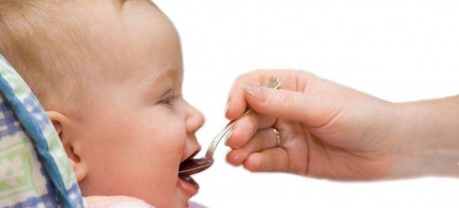 Когда дарят серебряную ложку ребенку и кто преподносит этот дар