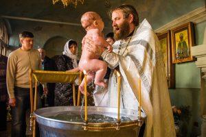 можно ли крестить без крестных родителей