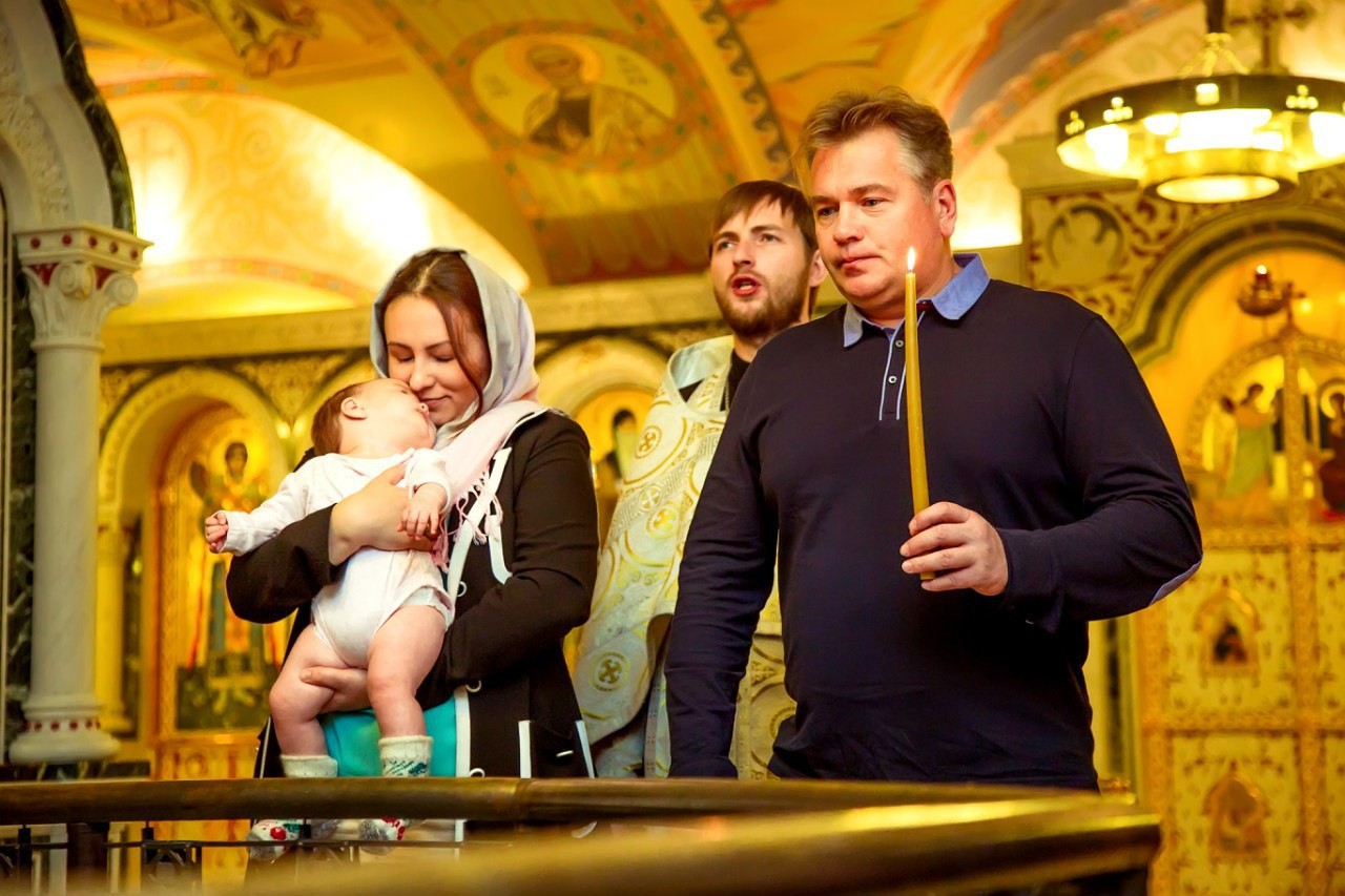 Можно ли беременным крестить ребенка в церкви