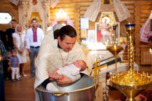 можно ли крестить с месячными
