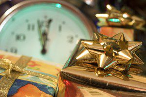 можно ли дарить настенные часы в подарок