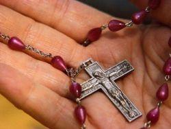можно ли дарить свой крестик другому человеку