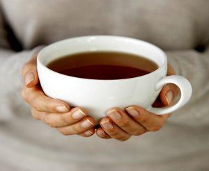 пить из одной чашки с мужчиной примета