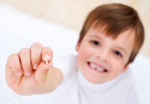 куда деть молочные зубы ребенка приметы