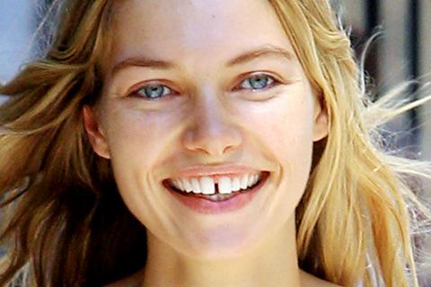 щербинка между зубами примета