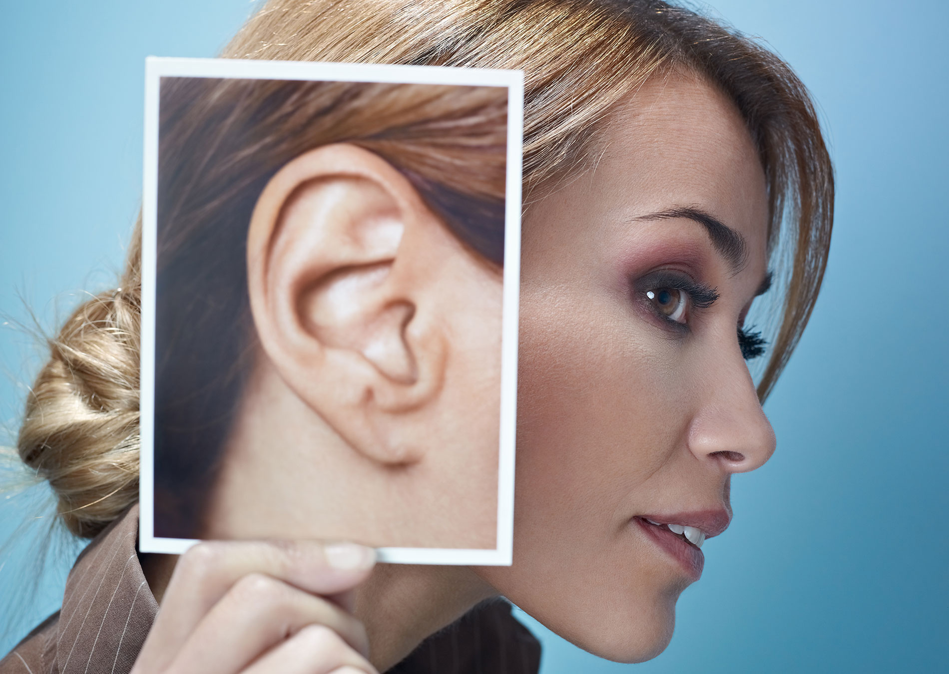 Родинка на левой мочке уха что означает. Локализация и значение. Что означает родинка на ухе